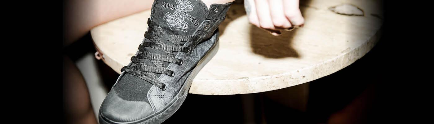 Hemmottele itseäsi uusilla kengillä   saappailla! 0273c7f36c