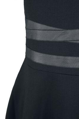Lyhyt mekko bondage-koristeilla