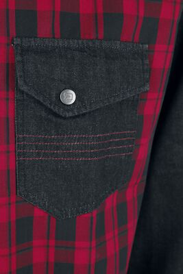 Punainen/musta ruutupaita rintataskuilla