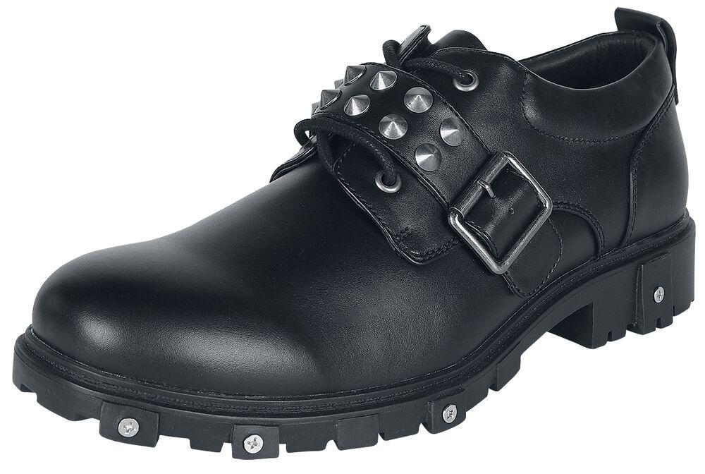 Mustat loaferit niittikoristeilla