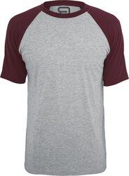 Täplikäs harmaa T-paita viininpunaisilla hihoilla