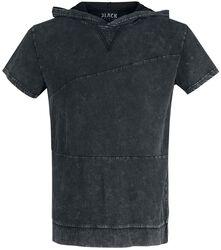 Musta T-paita erikoispesulla ja hupulla